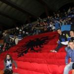 4 - Pamje nga flamuri gjigand i hapur ne stadium me rastin e 100 vjetorit te pavaresise
